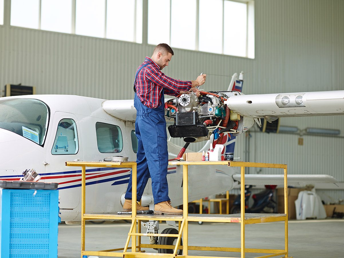 Agent de maintenance aéronautique